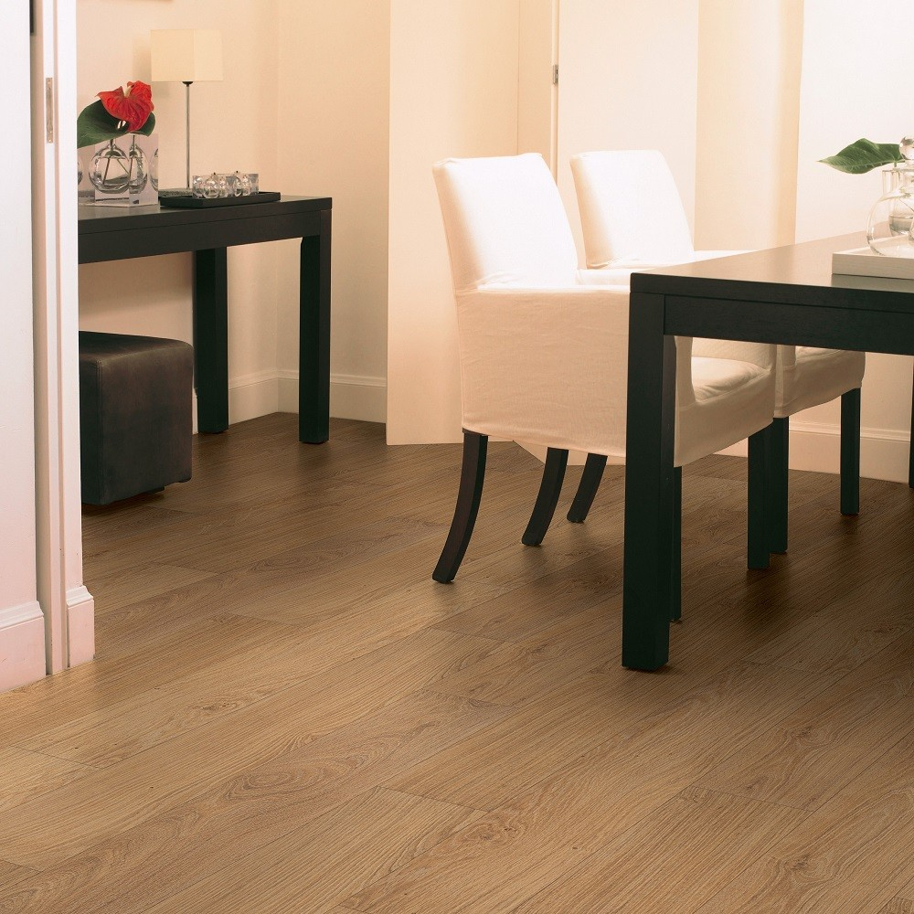 QUICK STEP LAMINATE  CLASSIC COLLECTION OAK NATURAL VARNISHED FLOORING 8mm