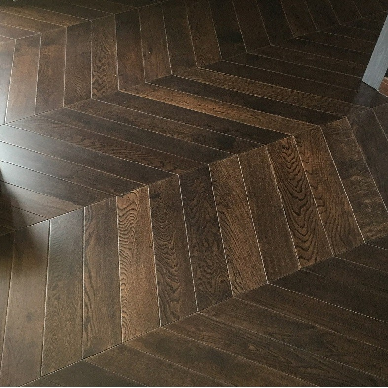 MAXI CHEVRON ENGINEERED WOOD FLOORING OAK RUSTIC COFFEE STAINED LACQUERED 90X600MM
