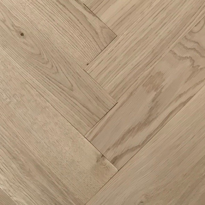 LIVIGNA HERRINGBONE SOLID WOOD FLOORING OAK RUSTIC UNFINISHED 70X280MM