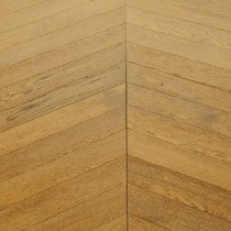 MAXI CHEVRON ENGINEERED WOOD FLOORING OAK RUSTIC BRUSHED GUNSTOCK LACQUERED  90X600MM