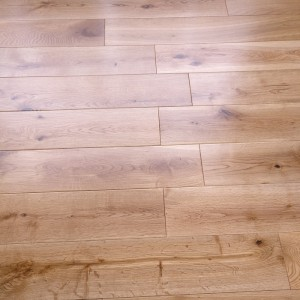 Y2 EUROPEAN  SOLID WOOD FLOORING CLASSIC OAK LACQUERED 125xRANDOM
